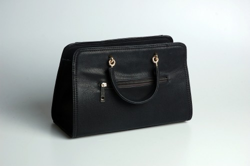 handbag-600398_1280 Travel light: Photo of simple black handbag