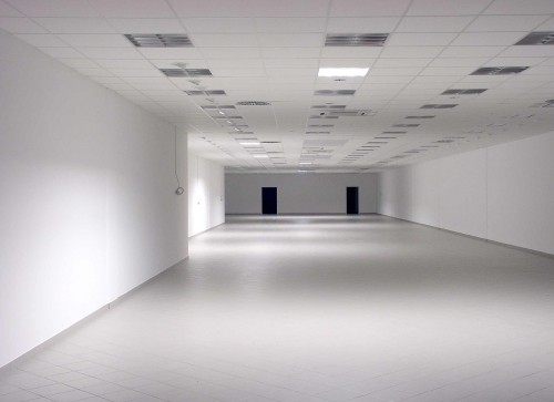 space-763247_1280 Discover The Value Of White Space: Photo of large empty white room