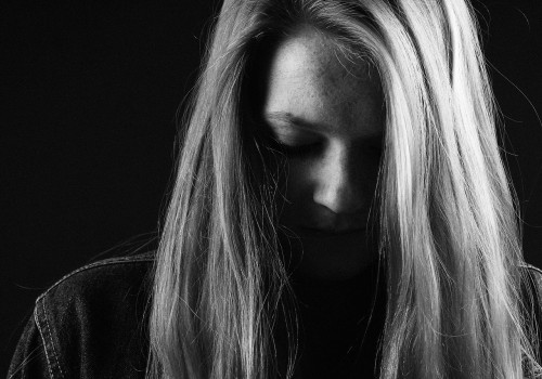 girl-517555_1280 Purge emotional clutter: Black and white photo of sad woman