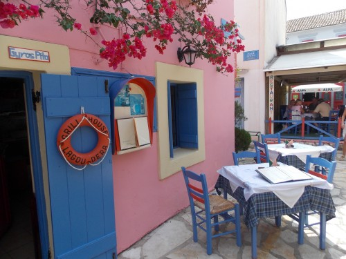 greece-979998_1920 8 Ways To Be More Authentic: Photo of charming and authentic sidewalk cafe.