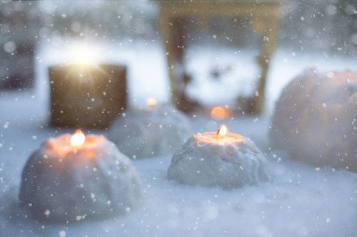 12 days to a simple christmas: Photo of snowy candle scene