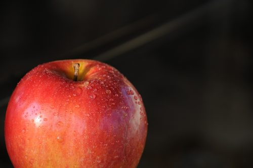 5 Quick and healthy foods on the go: Photo of dew-dappled apple.