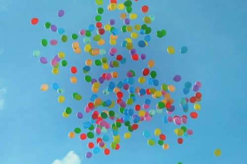 5 Questions To Decide If It's Time To Let Something Go: Photo of balloons floating up