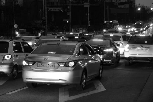 Hurry up already: the problem of impatience: Photo of traffic jam.